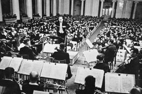 [PRESS] 전쟁의 포탄 속에서도 오케스트라는 불을 지폈다, 죽은자들의 도시를 위한 교향곡