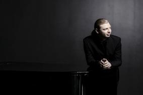 [Review] 올라운더의 매력을 한껏 보여준, 금호아트홀 < 데니스 코츠킨 Piano >