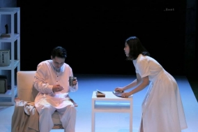 [Review] 서사 너머의 자리, 연극 '낯선 사람'