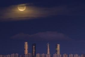 [Opinion] 6펜스의 세계에서 달에 대해 생각하기 [공연예술]