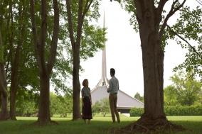 [Opinion] 무질서한 비대칭 속 균형 잡힌 모더니즘 영화, '콜럼버스'