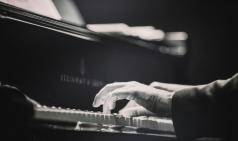 [Opinion] 죽음 앞에서 삶을 사랑하는 법 - 아침의 피아노 [도서]