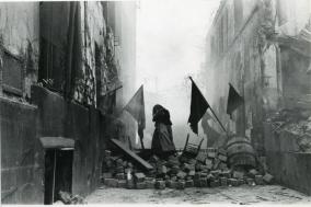 [Opinion] 150년을 거스른 파리의 시공간 - 코뮌(파리, 1871) [영화]