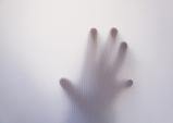 [PRESS] 외면하고 싶은 것들에 대한 공포 - 침대에서 담배를 피우는 것은 위험하다