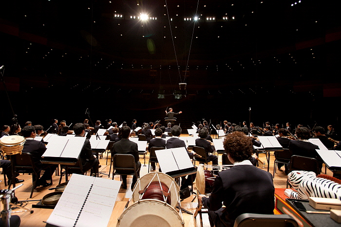 국립국악관현악단 단체연주_사진 국립극장 (1).jpg