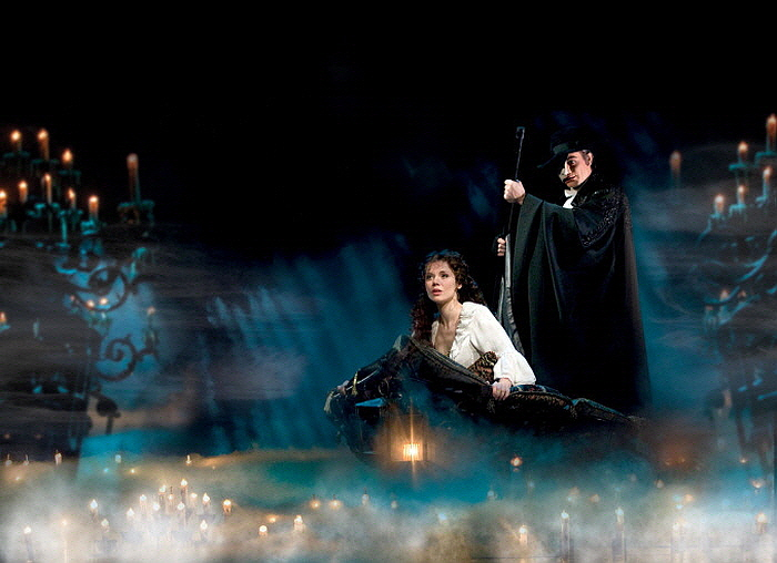 크기변환_The_Phantom_Of_The_Opera-1__The_Journey__Gina_Beck_as_Chris.jpg