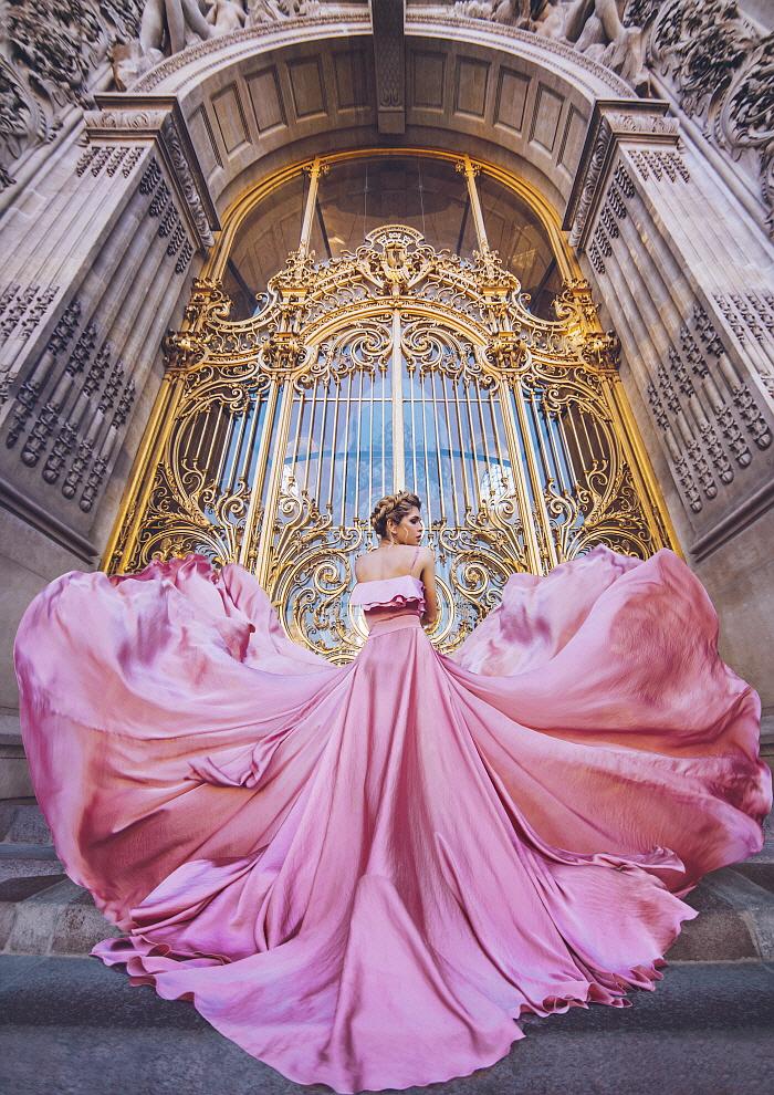 크리스티나 마키바(Kristina Makeeva), The Pink Heart , 2017, 캔버스에 디지털 출력, 178x142cm.jpg