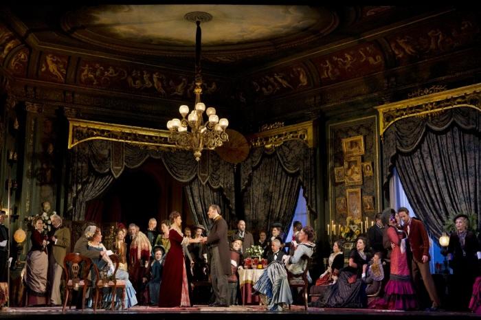 review_la-traviata-jeff-busby-photo-04-hires.jpg