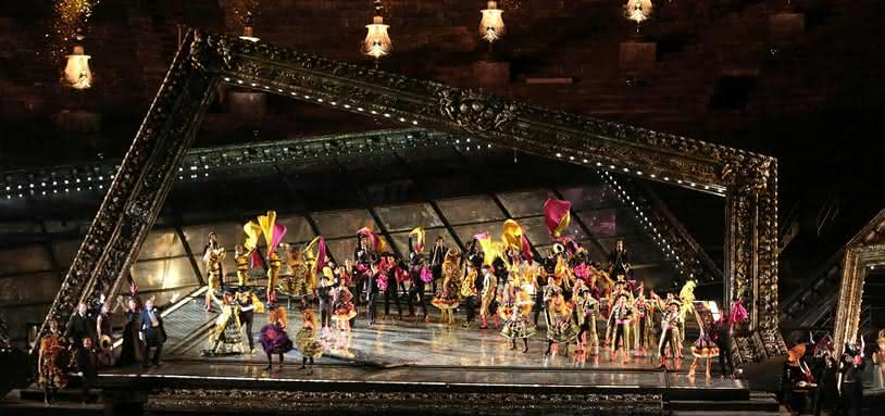 Traviata-01-c-Courtesy-of-Fondazione-Arena-di-Verona.jpg