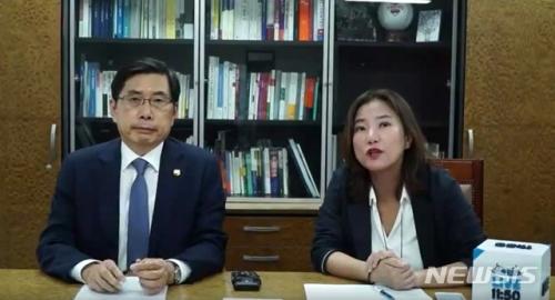 박상기 법무부, 정혜승 청와대 디지털 소통센터장.jpg