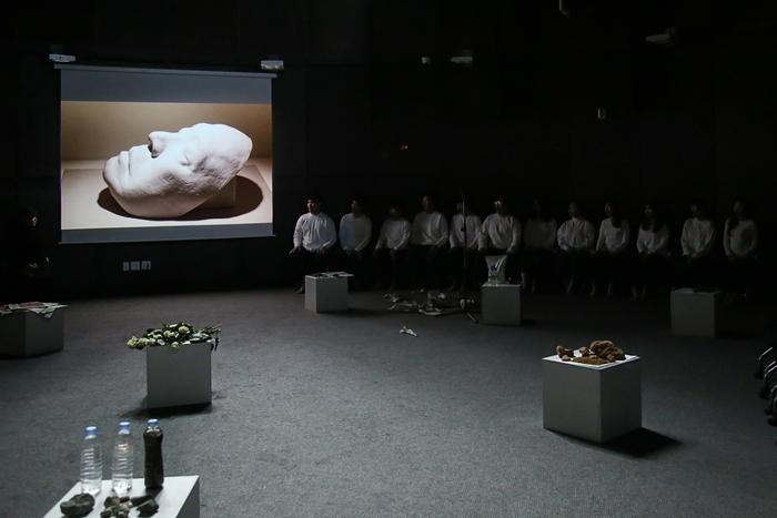 07콜로이드_테아터라움 철학하는 몸_최윤정_.jpg