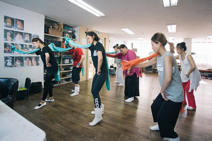 이야기의 方式, 춤의 方式-공옥진의 병신춤 편_연습 사진 (1).jpg