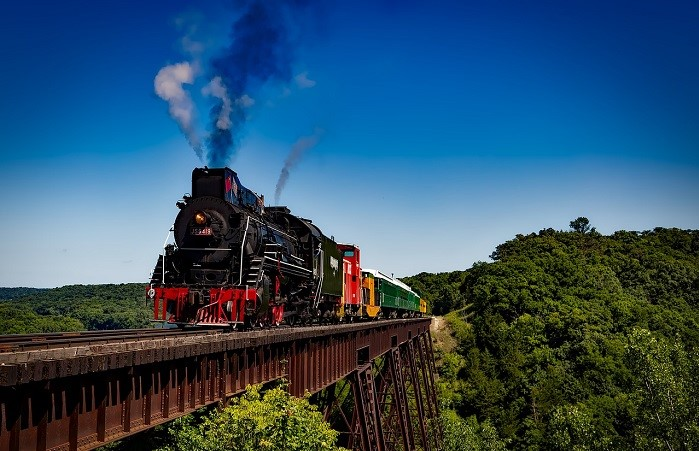 train-1728537_1280.jpg