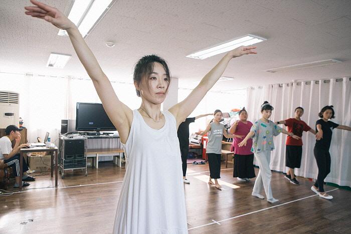 이야기의 方式, 춤의 方式-공옥진의 병신춤 편_연습 사진 (5).jpg
