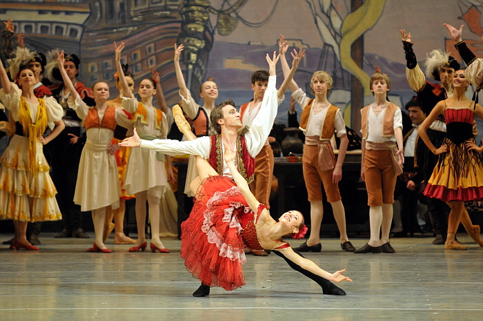 Philipp Stepin & Elena Yevseyeva in Don Quixote by Valentin Baranovsky ⓒ State Academic Mariinsky Theatre (2).jpg