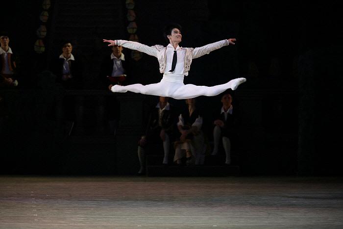 Kimin Kim in Don Quixote by Natasha Razina ⓒ State Academic Mariinsky Theatre.jpg
