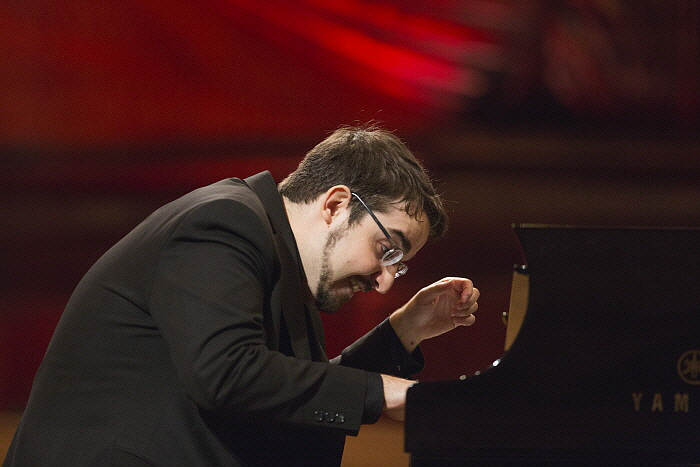 ph_C.Richard-Hamelin_Chopin2015_BartekSadowski.NIFC_1.jpg
