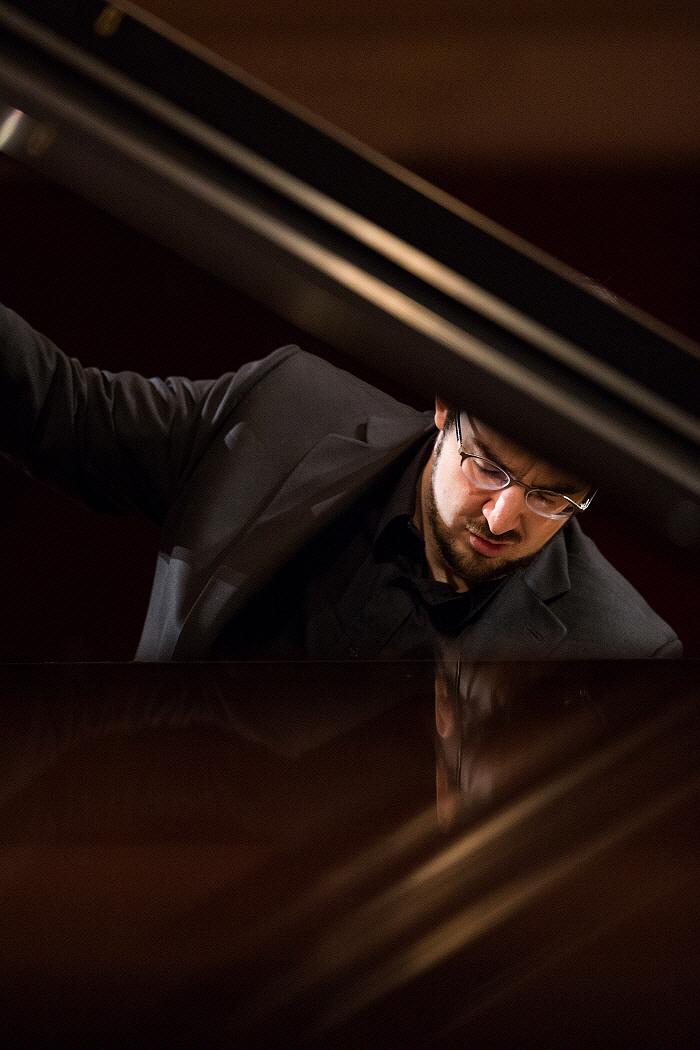 ph_C.Richard-Hamelin_Chopin2015_WojciechGrzedzinski.NICF_1.jpg