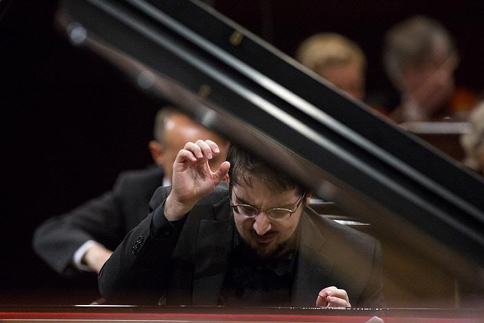 ph_C.Richard-Hamelin_Chopin2015_BartekSadowski.NIFC_3.jpg