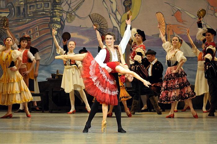 Philipp Stepin & Elena Yevseyeva in Don Quixote by Valentin Baranovsky ⓒ State Academic Mariinsky Theatre (1).jpg