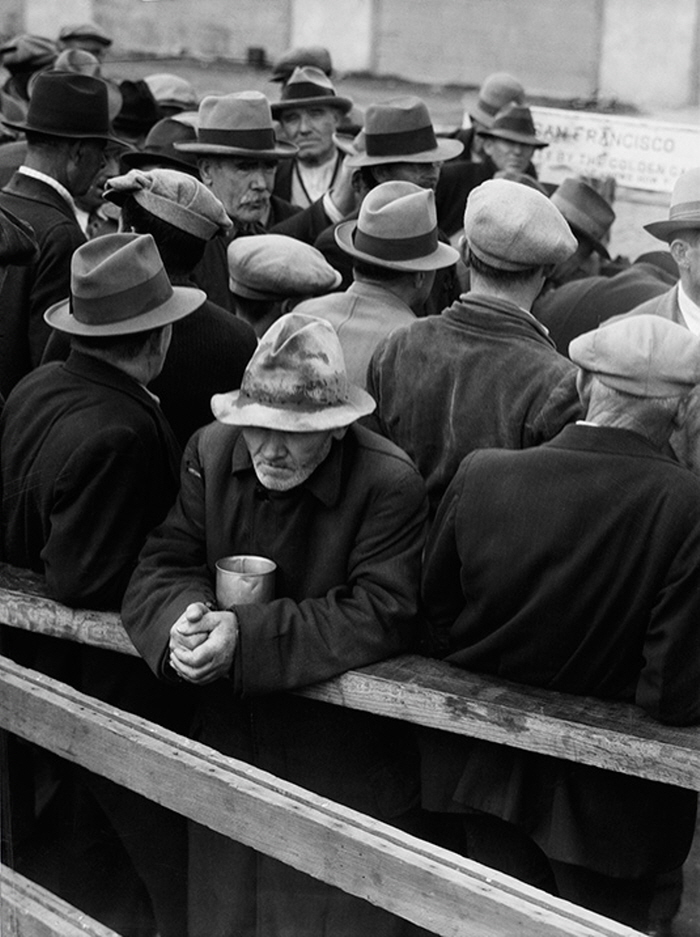 크기변환_Dorthea-Lange-Oakland-Museum-White-Angel-Bread-Line-San-Francisco-1933.jpg