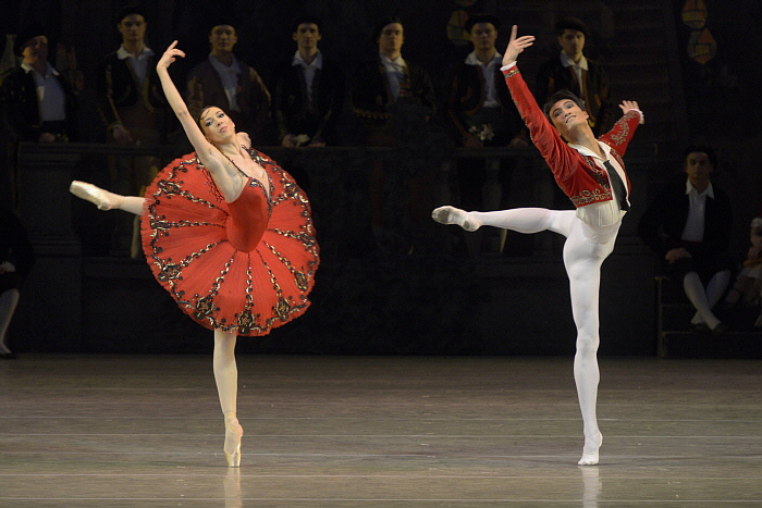 Viktoria Tereshkina & Kimin Kim in Don Quixote by Valentin Baranovsky ⓒ State Academic Mariinsky Theatre.JPG