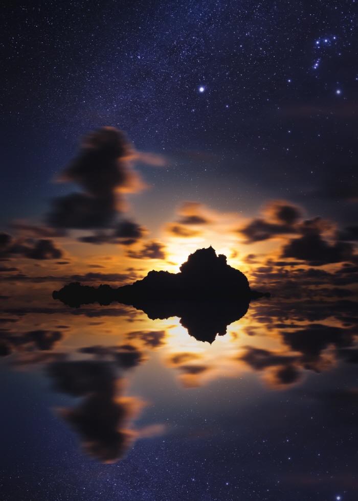 cosmic-timetraveler-1327432-unsplash.jpg