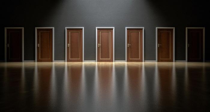 일괄편집_doors-1587329_1280.jpg