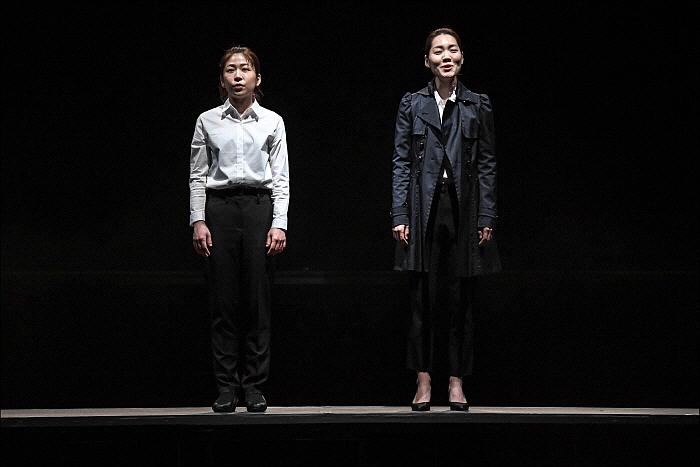 [세종] 서울시극단_여전사의섬_지니(허진) 하나(김유민).jpg