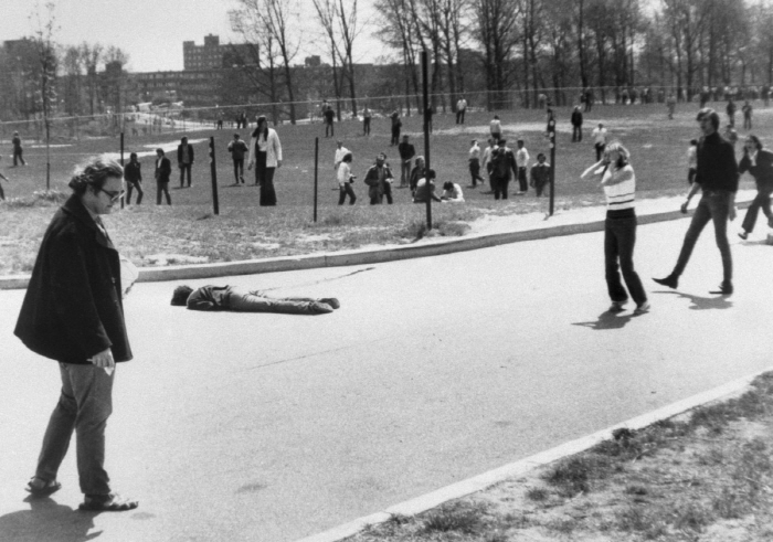 [크기변환]kent-state-student-reacting-to-death-of-slain-protester.jpg