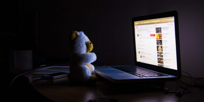 watching-youtube-laptop-dark-featured-670x335.jpg