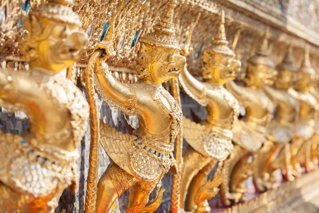 wat-phra-kaeo-temple-emerald-buddha-garuda-bangkok-thailand_44891-12.jpg