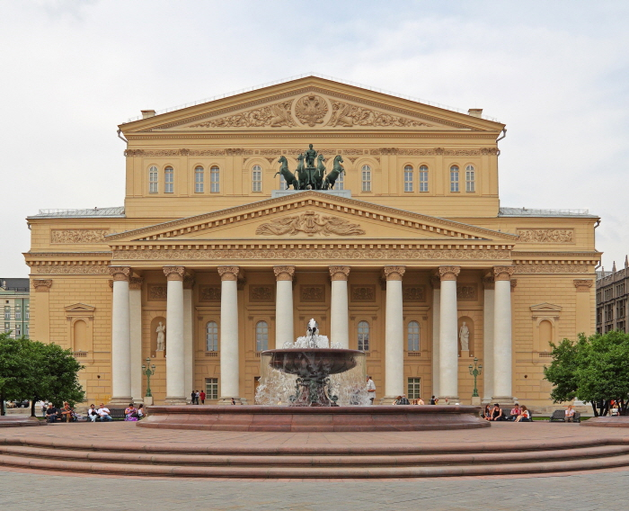 2560px-Moscow_05-2012_Bolshoi_after_renewal.jpg