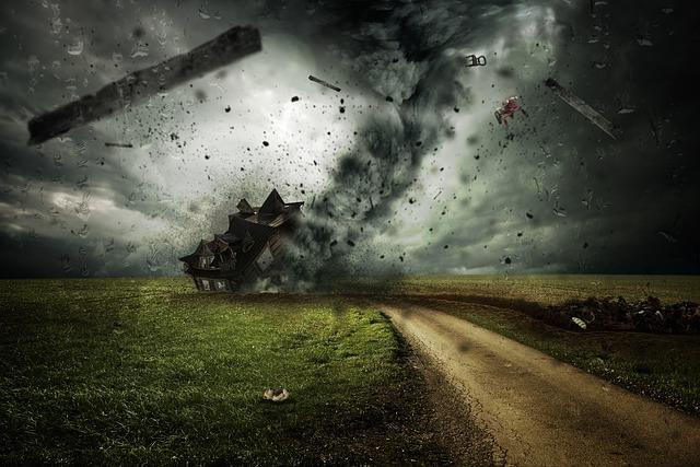 cyclone-2100663_640.jpg