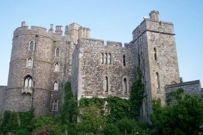 [크기변환]Victorian-Era-Castles-Windsor-Cardiff-Lewis-1.jpg