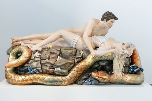 Jeff-Koons-Jeff-and-Ilona-Made-in-Heaven-1990-polychromiertes-Holz-127-x-272-x-137-cm-2-700x467_zm.jpg