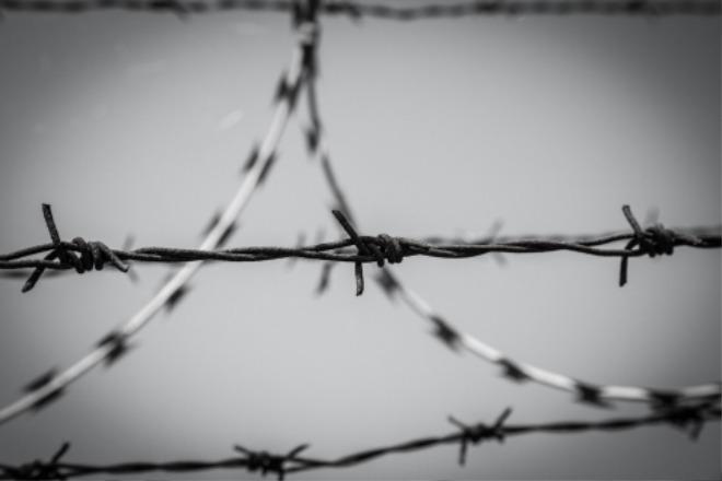 barbed-wire-1463941775GuJ.jpg
