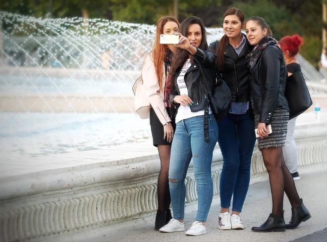 girls-4740909_960_720.jpg