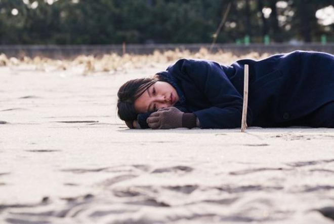 [크기변환]누워잇는 김민희.jpg
