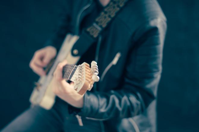 [크기변환]guitarist-768532_1920.jpg