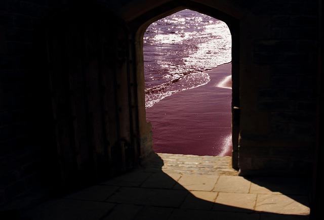 doorway-981803_640.jpg