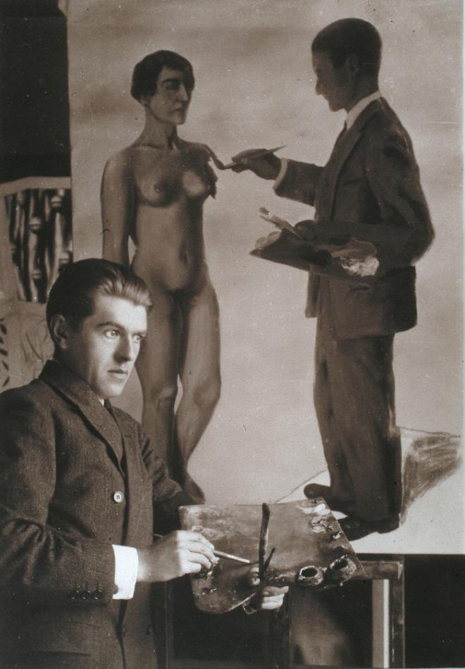 불가능을 시도하다_작품 앞에 서있는 르네 마그리트, 1928.jpg