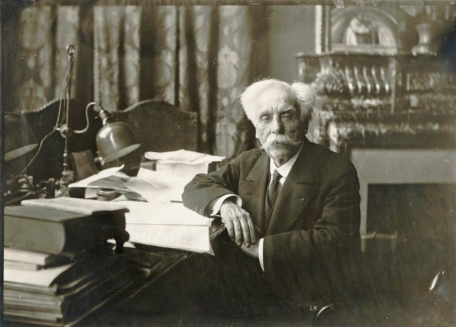 Gabriel_Fauré_in_his_office_at_the_Conservatoire_1918_-_Gallica_2010_(adjusted).jpg