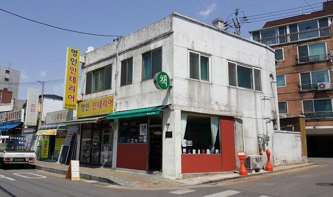 서울 관악구에 자리한 동네서점 책이는당나귀.jpg