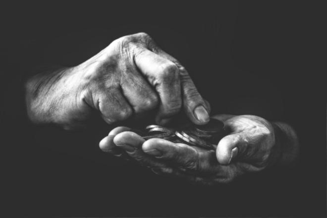 poverty-4561704_1920.jpg