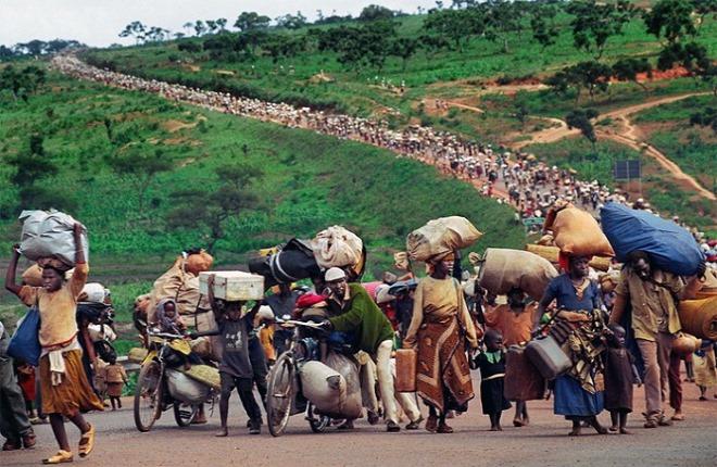 [크기변환]TREK OF TEARS  AN AFRICAN JOURNEY, Martha Rial (1998)(르완다내전).jpg