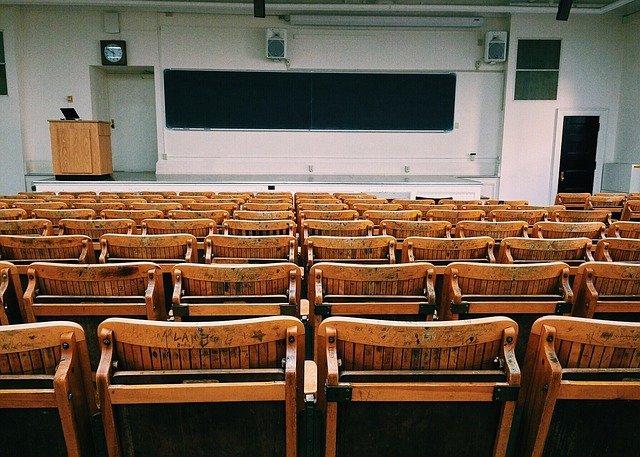 classroom-1699745_640.jpg
