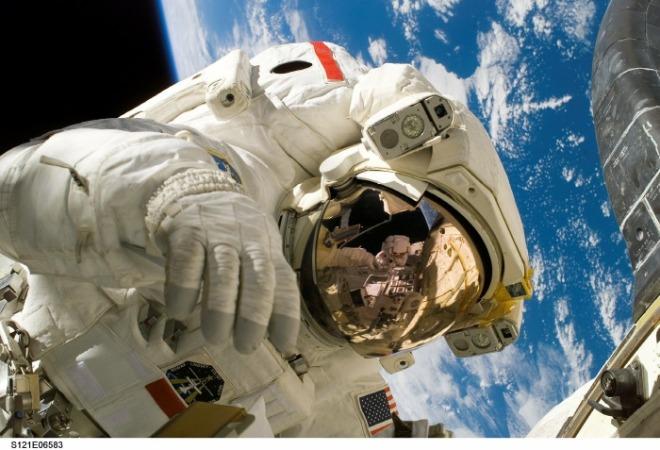 [크기변환]astronaut-11080_1920.jpg
