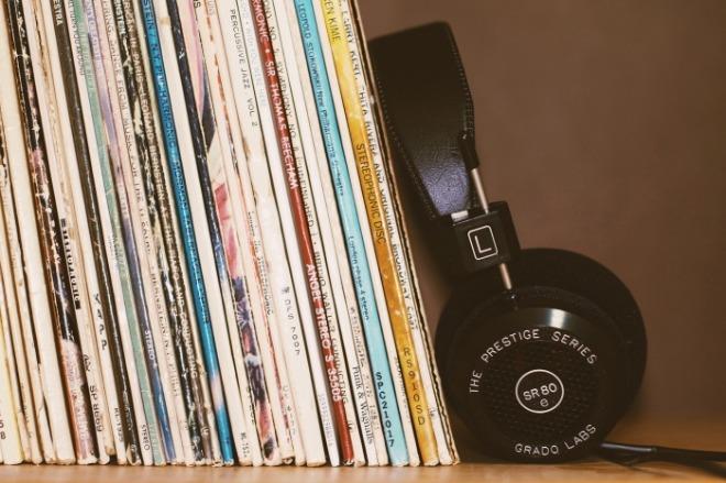 headphones-2588235_1920.jpg
