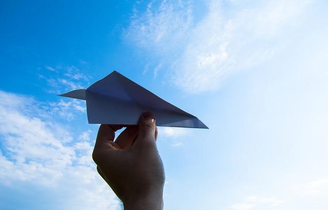 paper-plane-1607340_640.jpg